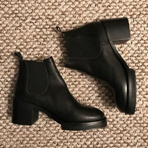 Topshop black heeled Chelsea ankle boot